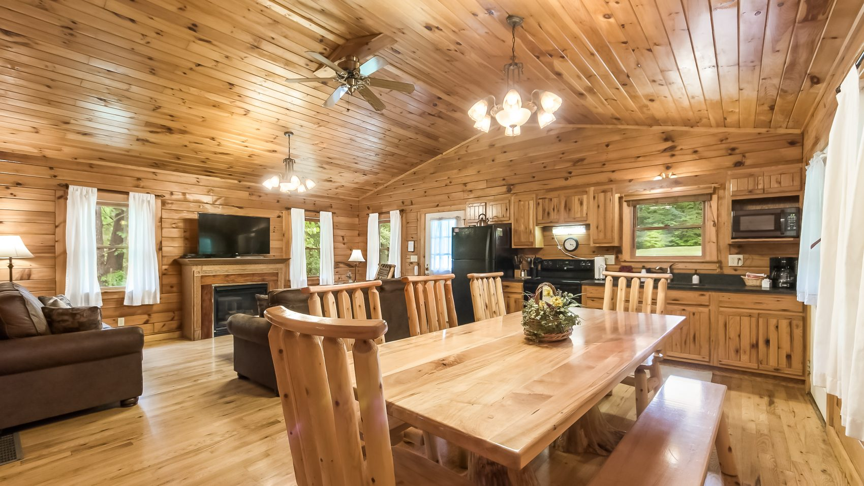 2d53c48858e Oakwood-up to 8 guests - Cedar Grove Lodging and Events